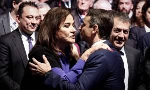 Αποθέωσαν την Ντόρα στο Συνέδριο της ΝΔ -Την χειροκροτούσαν όρθιοι (vid)