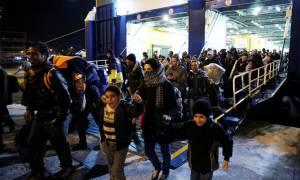 Στον Πειραιά αναμένονται 344 πρόσφυγες και μετανάστες από τη Μυτιλήνη