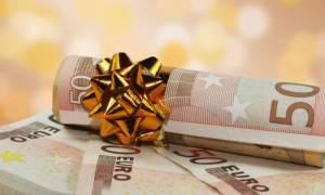 Δώρο Χριστουγέννων 2017: Πλησιάζει η ημέρα καταβολής του – Δείτε με ένα ΚΛΙΚ πόσα χρήματα θα πάρετε