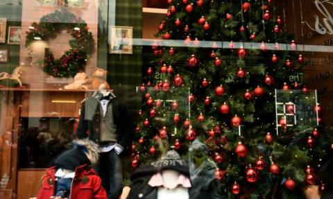 Χριστούγεννα 2017: Ποιες ημέρες των γιορτών θα είναι κλειστά τα καταστήματα