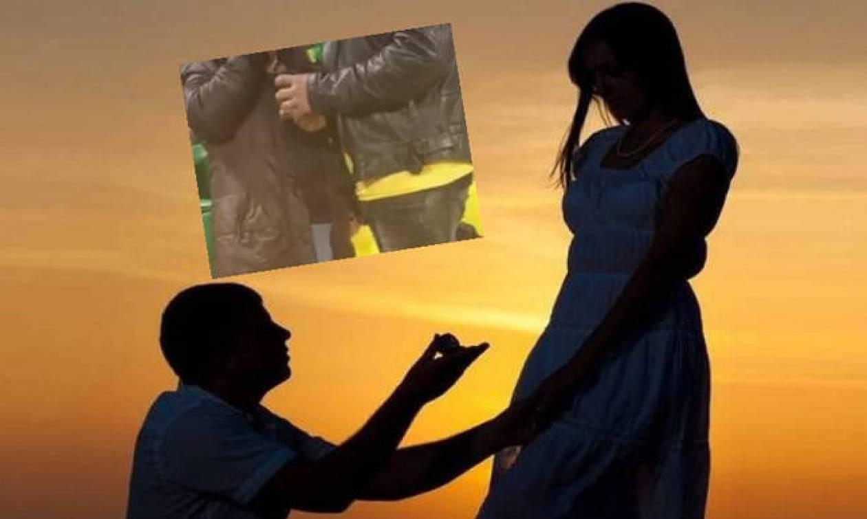 Απίστευτο: Της έκανε πρόταση γάμου μέσα στο γήπεδο, την ώρα του αγώνα (Δείτε φωτογραφίες)