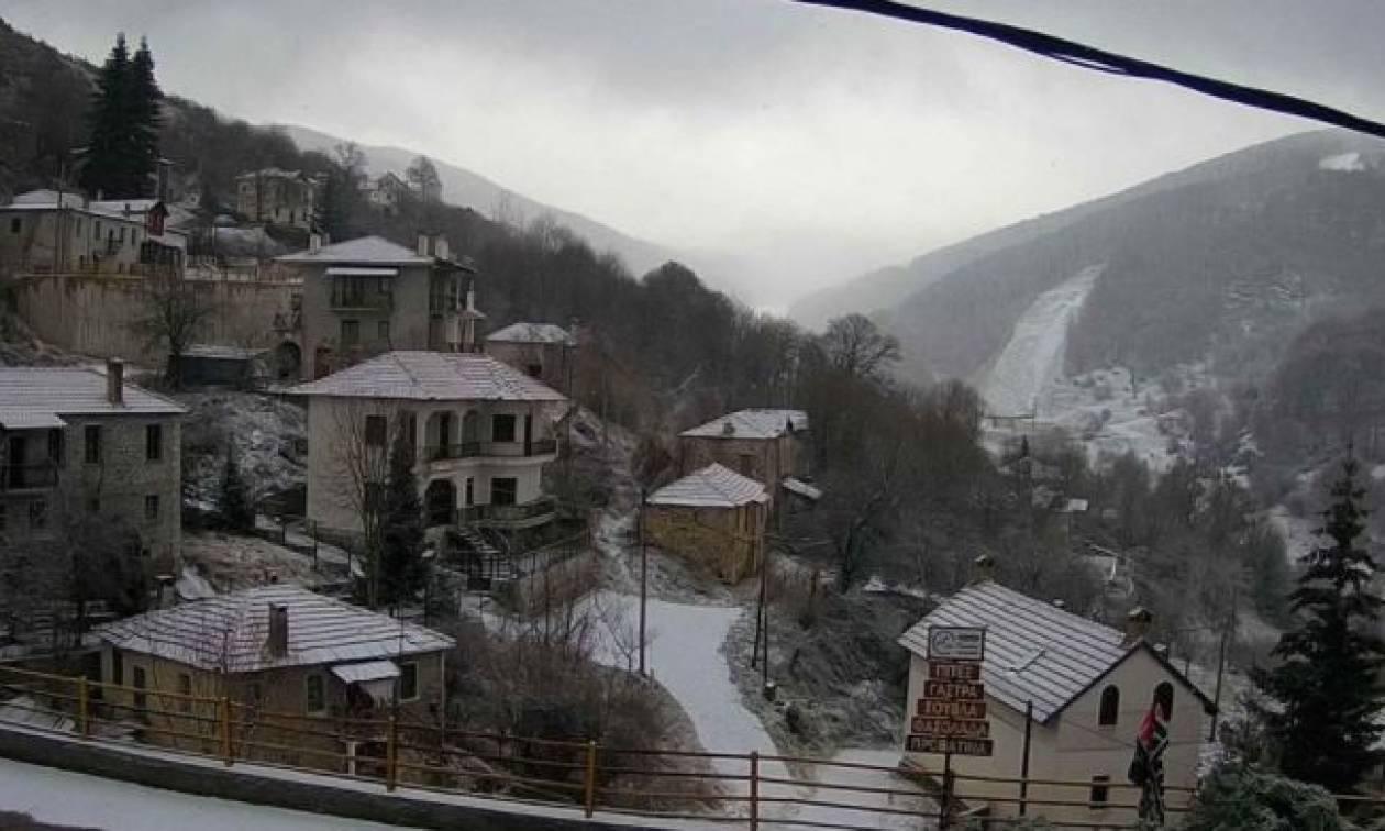 Καιρός – Έκτακτο δελτίο από την ΕΜΥ: Η κακοκαιρία «χτυπά» τη χώρα – Δείτε LIVE πού χιονίζει