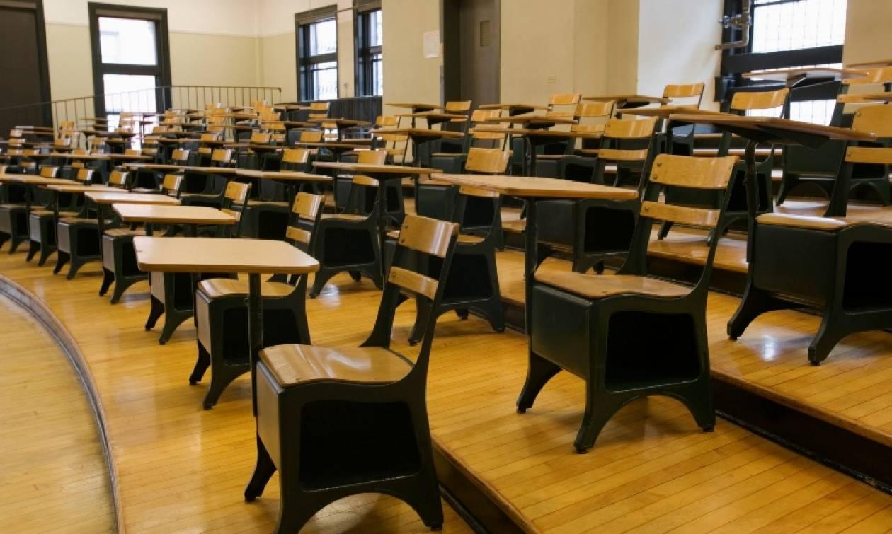 Παντρεμένη καθηγήτρια κατηγορείται ότι έκανε σεξ με μαθητή της μέσα στην τάξη
