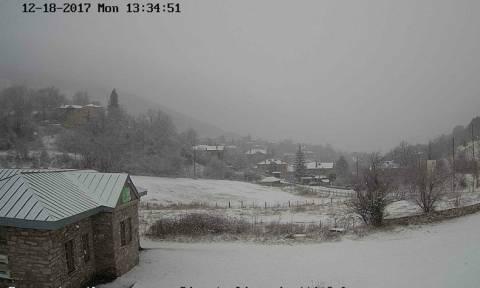 Καιρός Live: Χιονίζει σε αρκετές περιοχές – Δείτε πού το έστρωσε (Live Cam)