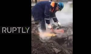 Ρωσία: Η δραματική διάσωση 40χρονου - Εγκλωβίστηκε για 24 ώρες σε υπόγειο σύστημα θέρμανσης (vid)