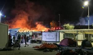 Μυτιλήνη: Νύχτα χάους στη Μόρια - Ξύλο μεταξύ μεταναστών με τραυματίες (vid)