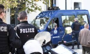 Ρουβίκωνας: Παρέμβαση στη ΔΟΥ Αγρινίου (pics)