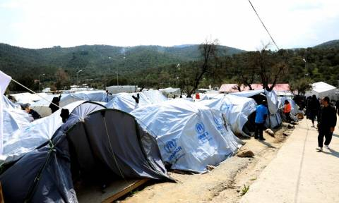 Installation of huts in Chios hotspot interrupted; police operation underway in Moria, Mytilene