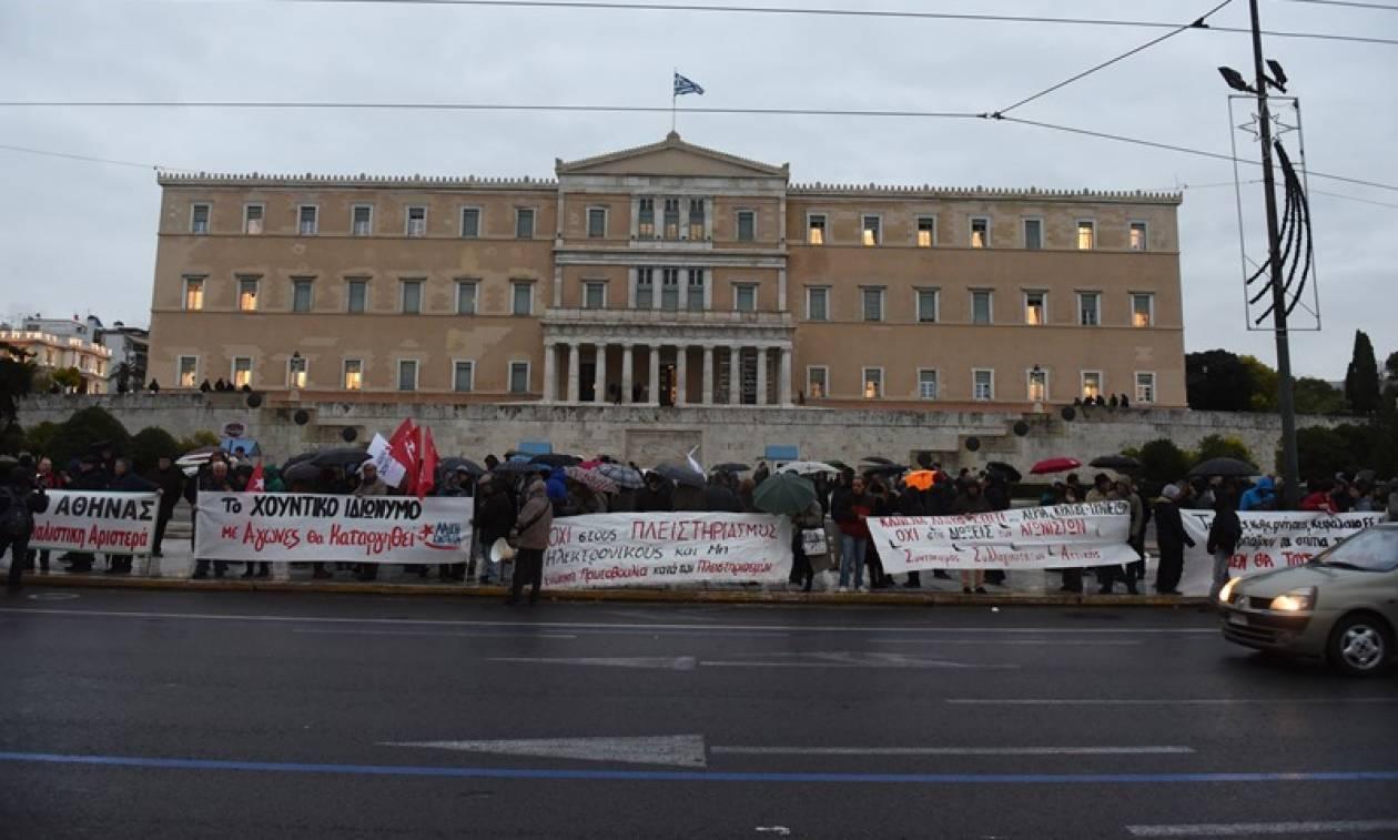 Σε εξέλιξη πορεία του ΠΑΜΕ στο κέντρο της Αθήνας