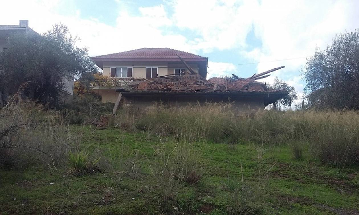 Απίστευτο περιστατικό: Εκσκαφέας γκρέμισε λάθος σπίτι!