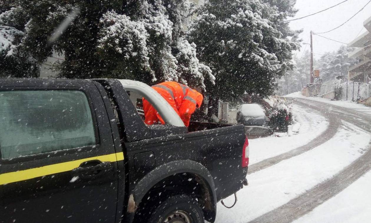 Στο έλεος του χιονιά η Φθιώτιδα - «Μάχη» για να κρατηθεί ανοιχτό το εθνικό δίκτυο