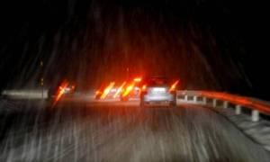 Βοιωτία: Τρόμος για εγκλωβισμένους στο χιόνι οδηγούς - Δέχθηκαν επίθεση από Ρομά