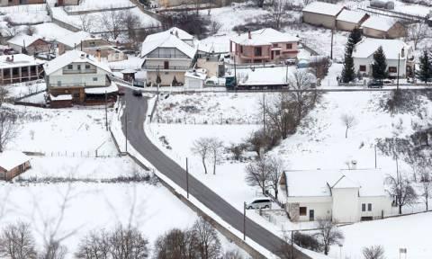 Κακοκαιρία: Σε «λευκό κλοιό» η Ελλάδα - Πολικές θερμοκρασίες και θυελλώδεις άνεμοι σαρώνουν τη χώρα