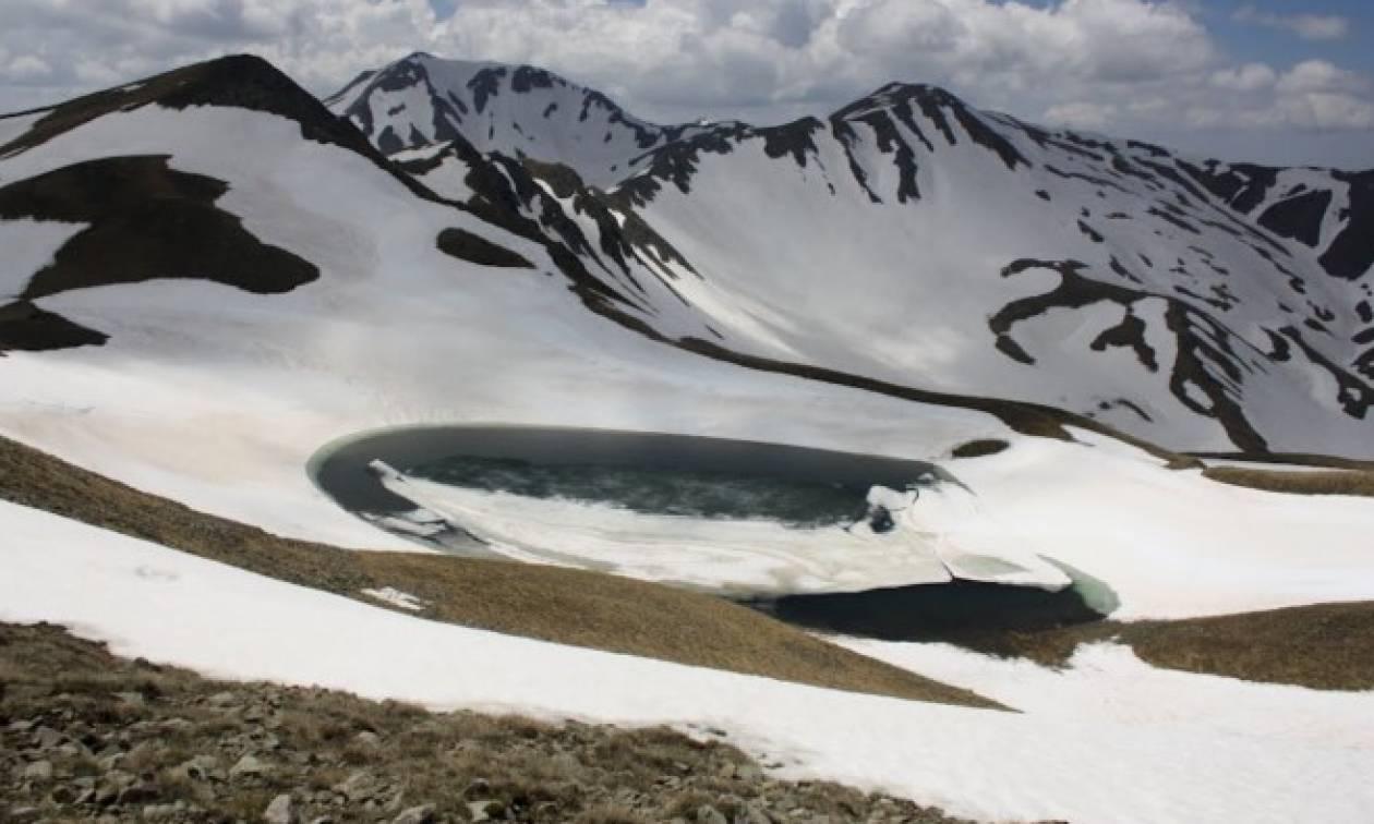 Η ψηλότερη λίμνη της Ελλάδας, ο μύθος του δράκου και η... εξωγήινη ομορφιά (photos)