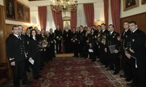 Χριστούγεννα 2017: Κάλαντα στον Αρχιεπίσκοπο Ιερώνυμο από τη Μουσική του Λιμενικού Σώματος (pics)