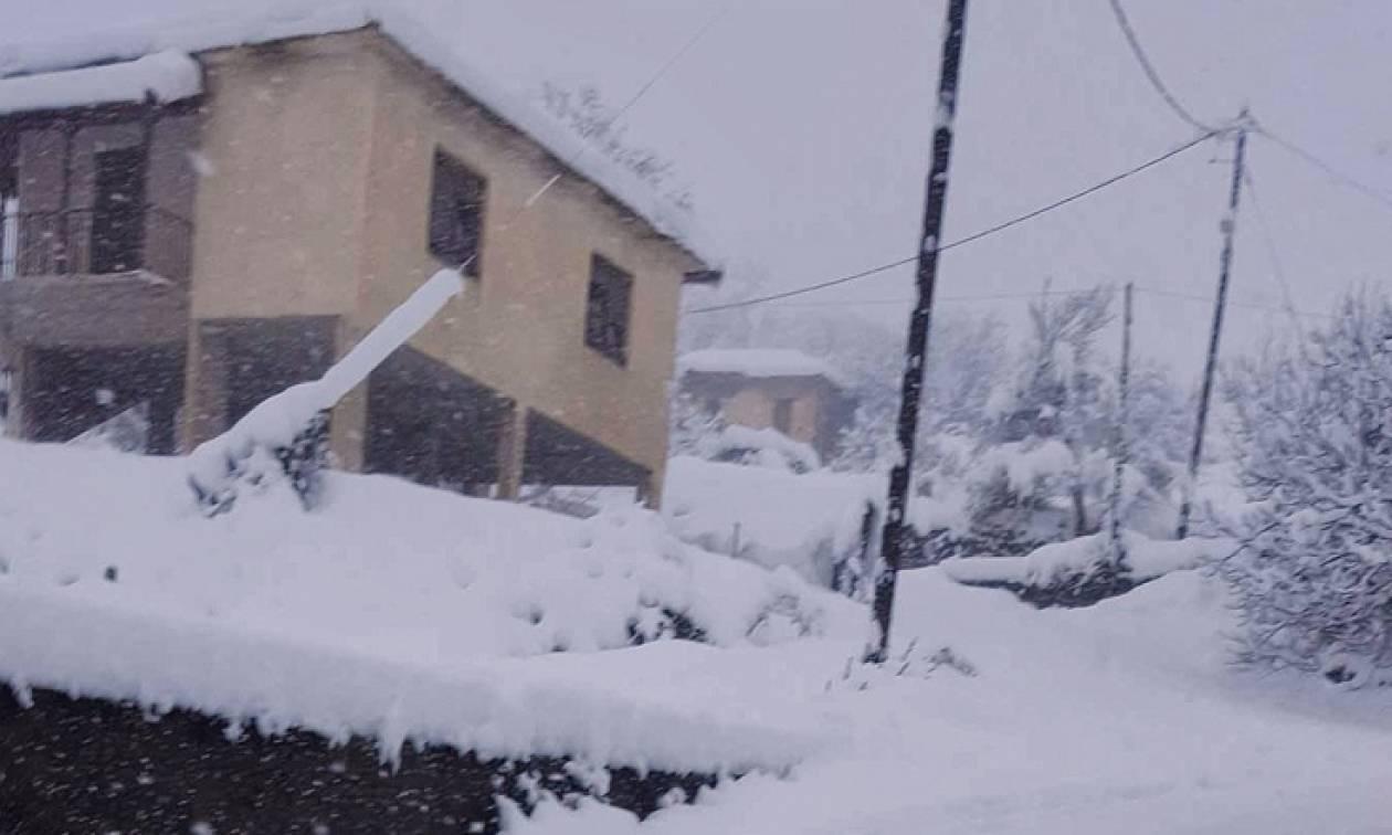 Καιρός LIVE Αττική – Ποιοι δρόμοι είναι κλειστοί ΤΩΡΑ λόγω του χιονιά