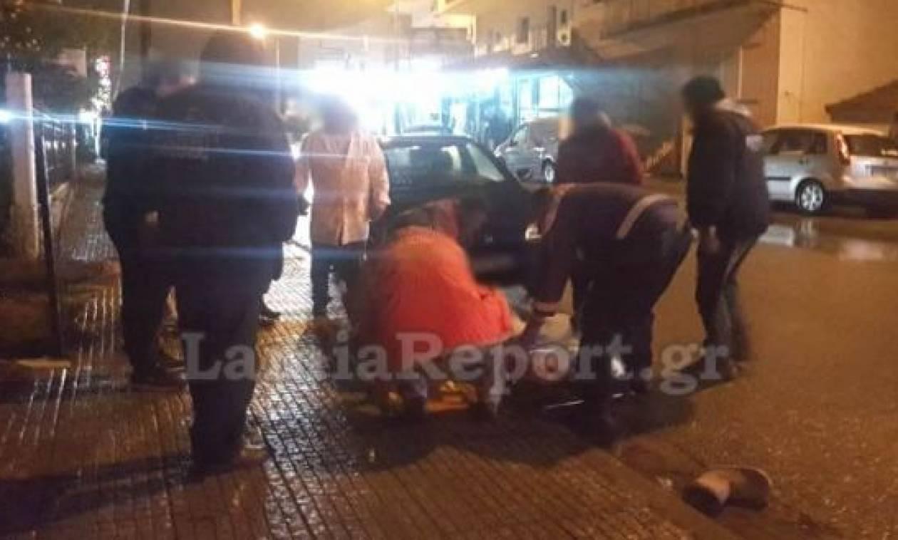 Παραλίγο τραγωδία στη Λαμία: Αυτοκίνητο παρέσυρε μάνα με παιδί