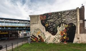 Viral: Η Μητέρα Γη συναντά την κόρη της σε μια τοιχογραφία (Pics)