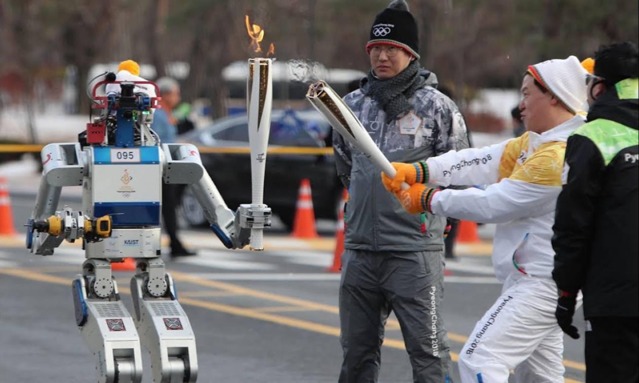 Δύο ρομπότ... λαμπαδηφόροι για τους Χειμερινούς Ολυμπιακούς στη Νότια Κορέα!