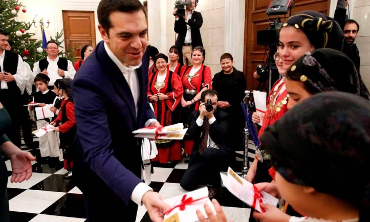 Μαθητές είπαν τα κάλαντα της Χίου στον Πρωθυπουργό (pics)
