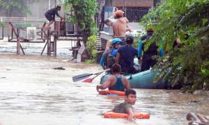 Φιλιππίνες: Τουλάχιστον 133 νεκροί από το πέρασμα τροπικής καταιγίδας (vid)