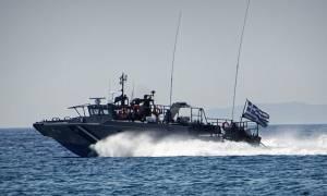 Διάσωση - θρίλερ για πλήρωμα πλοίου που προσάραξε σε βραχονησίδα στη Μύκονο