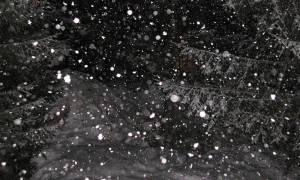 Καιρός ΤΩΡΑ: Σφοδρή χιονόπτωση στα Δερβενοχώρια (vid)
