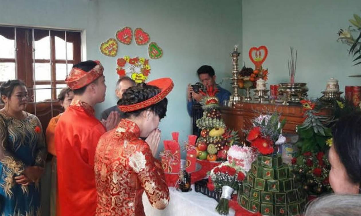 Όταν η Ασία συναντά τη Δύση - Παραδοσιακός βιετναμέζικος γάμος την Παραμονή των Χριστουγέννων (pics)