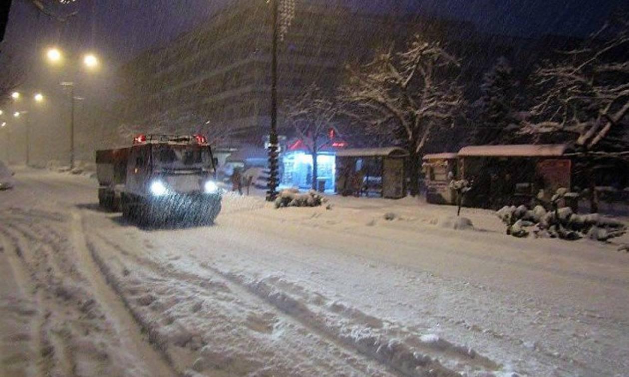Υποχωρεί ο χιονιάς - Παραμένουν τα προβλήματα: Ποιοι δρόμοι είναι κλειστοί-Πού χρειάζονται αλυσίδες