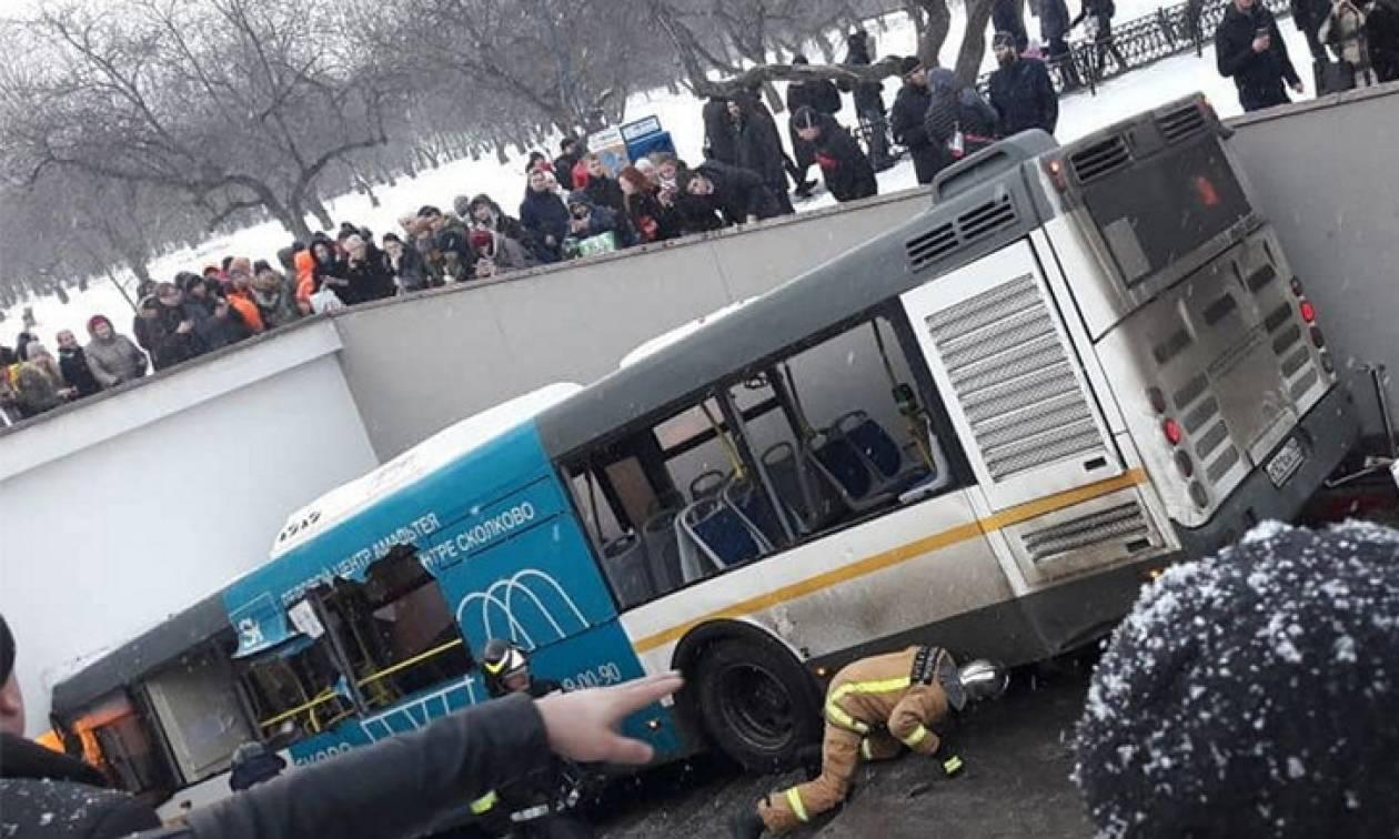 Λεωφορείο «θέρισε» πεζούς σε υπόγεια διάβαση στη Μόσχα (vid)
