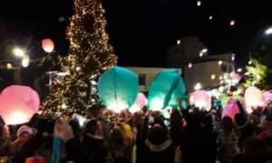 Νύχτα ευχών στο Καρπενήσι – Πλημμύρισε με χρώματα ο ουρανός (pic)