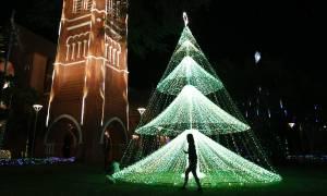 Πώς γιορτάστηκαν τα Χριστούγεννα σε ολόκληρο τον πλανήτη (pics)