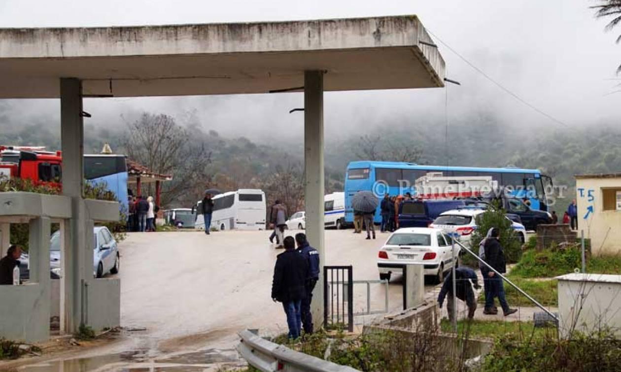 Παιχνίδια θανάτου στην Πρέβεζα: Τον έσπρωξε στο δρόμο την ώρα που περνούσε αυτοκίνητο!