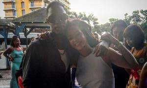 Στο πένθος η Rihanna: «Χθες σε κρατούσα στην αγκαλιά μου»