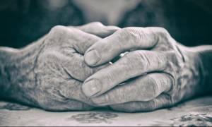Μεταμεσονύκτιος εφιάλτης για 99χρονη στη Χαλκίδα: Την έδειρε και την λήστεψε