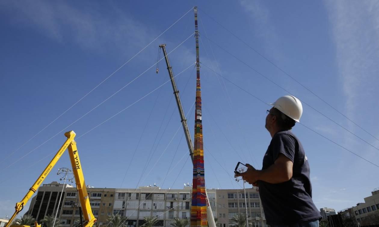 Νέο ρεκόρ Γκίνες: Δείτε τον ψηλότερο πύργο από lego στον κόσμο (Pics+Vid)