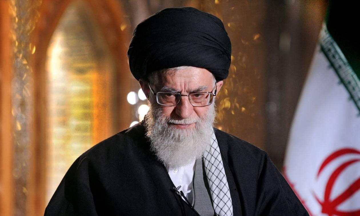 Χυδαίοι χαρακτηρισμοί και ύβρεις κατά Τραμπ από τον ανώτατο ηγέτη του Ιράν