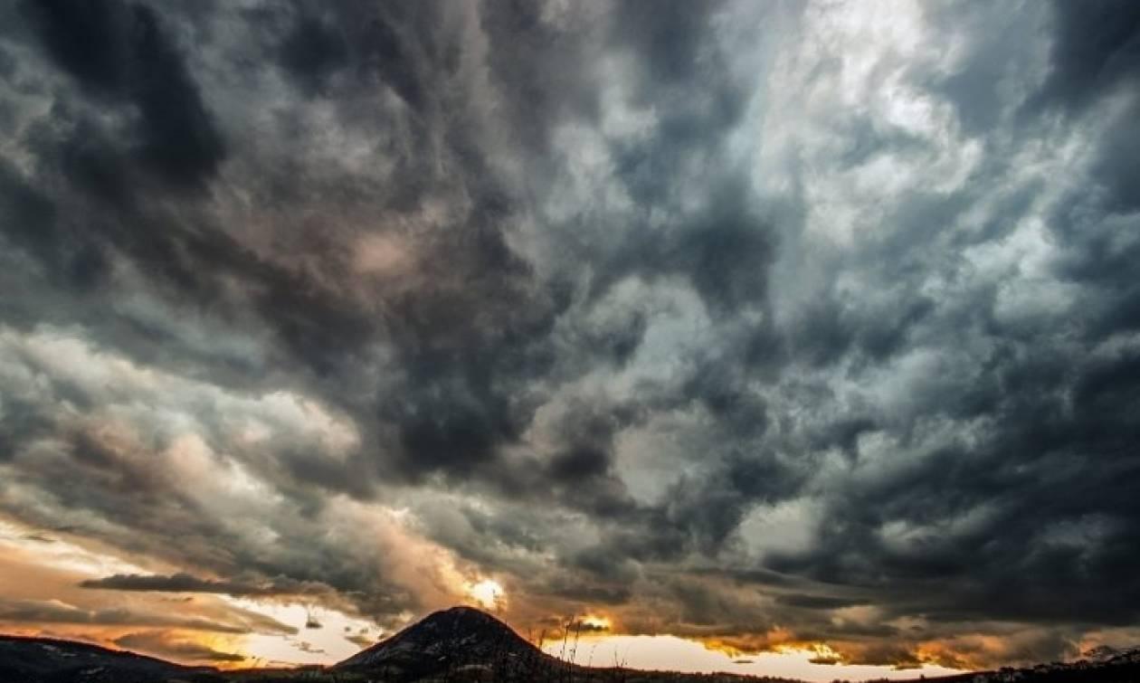 Μαγευτικές εικόνες από τον Κρητικό ουρανό που μαγνητίζουν το βλέμμα