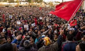 Μαρόκο: Μεγάλη διαδήλωση σε μια εξαθλιωμένη πόλη που λειτουργούσε ένα μεγάλο ανθρακωρυχείο (vid)