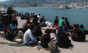 Περισσότεροι από 4.000 πρόσφυγες και μετανάστες έφυγαν από τα νησιά για την ενδοχώρα