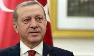 Με την «πλάτη στον τοίχο» ο Ερντογάν: Tείνει «κλάδο ελαίας» σε Γερμανία και ΕΕ