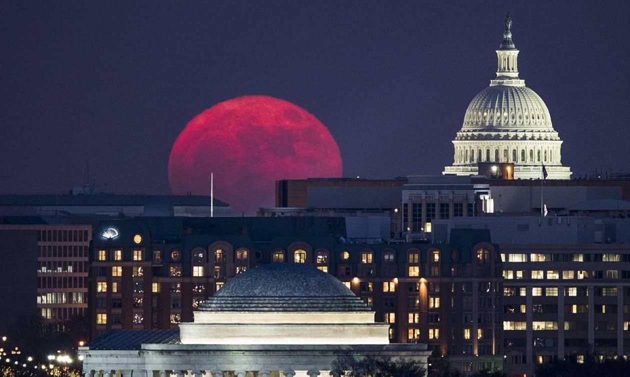 «Wolf Moon»: Την Πρωτοχρονιά η πρώτη σούπερ πανσέληνος του 2018
