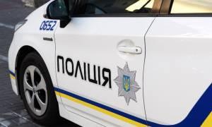 Ουκρανία: Άνδρας ζωσμένος με εκρηκτικά κρατά ομήρους σε ταχυδρομείο (Vids)
