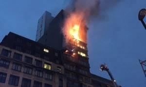 Συναγερμός στη Βρετανία: Τεράστια πυρκαγιά σε εννιαόροφο κτήριο στο Μάντσεστερ (Pics+Vids)