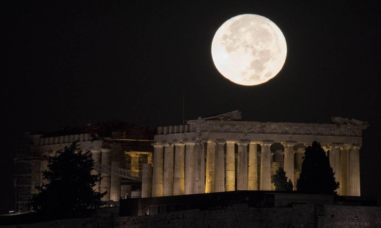 Σούπερ Σελήνη: Με το «καλημέρα» το 2018 φέρνει τη μεγαλύτερη και φωτεινότερη πανσέληνο του έτους!