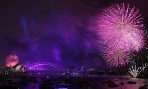 Ο πλανήτης υποδέχεται το 2018: Ξέφρενα πάρτι και φαντασμαγορικά σόου πυροτεχνημάτων