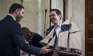 Πρωτοχρονιά 2018 - Τσίπρας: «Το καλό σκαρί αντέχει!» (pics)