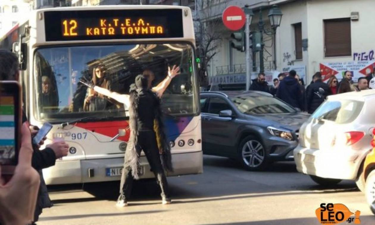 Απίστευτο βίντεο! Ο… χορευτής που έκανε άνω – κάτω τη Θεσσαλονίκη