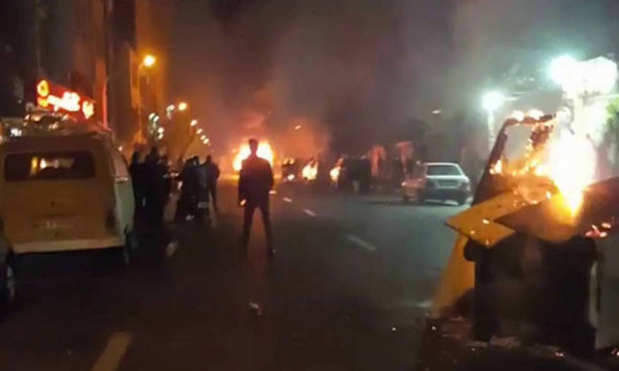 Ιράν: Νυχτερινή αντικυβερνητική διαδήλωση στο κέντρο της Τεχεράνης