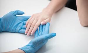 Έλλειψη βιοτίνης: Ποια συμπτώματα προκαλεί και πώς θα τη διορθώσετε